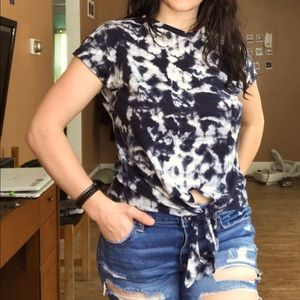 Black and white tie-dye crop style tee